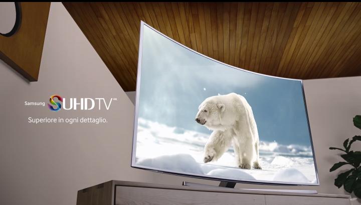 Un orso polare promuove il SUHD di Samsung (video)