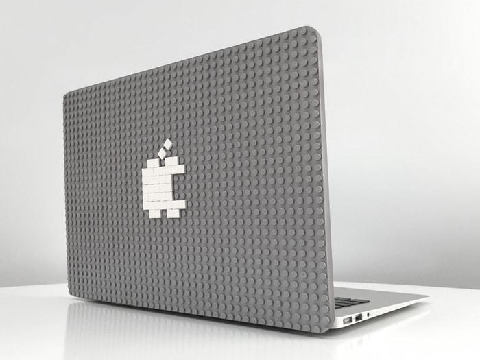 Date sfogo alla creatività, con questa cover LEGO per MacBook (video)