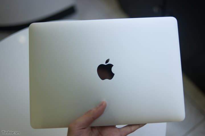 Ecco la confezione di vendita e gli accessori inclusi nel nuovo Macbook 12 (foto)