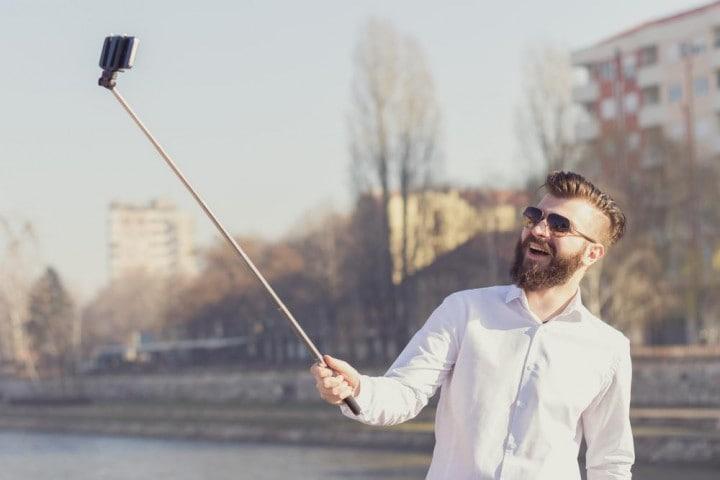I selfie diventano professionali con l'asta di Nikon