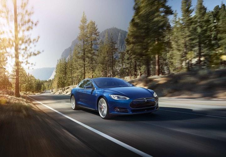 Tesla Model S 70D: la nuova berlina elettrica è più veloce e costosa
