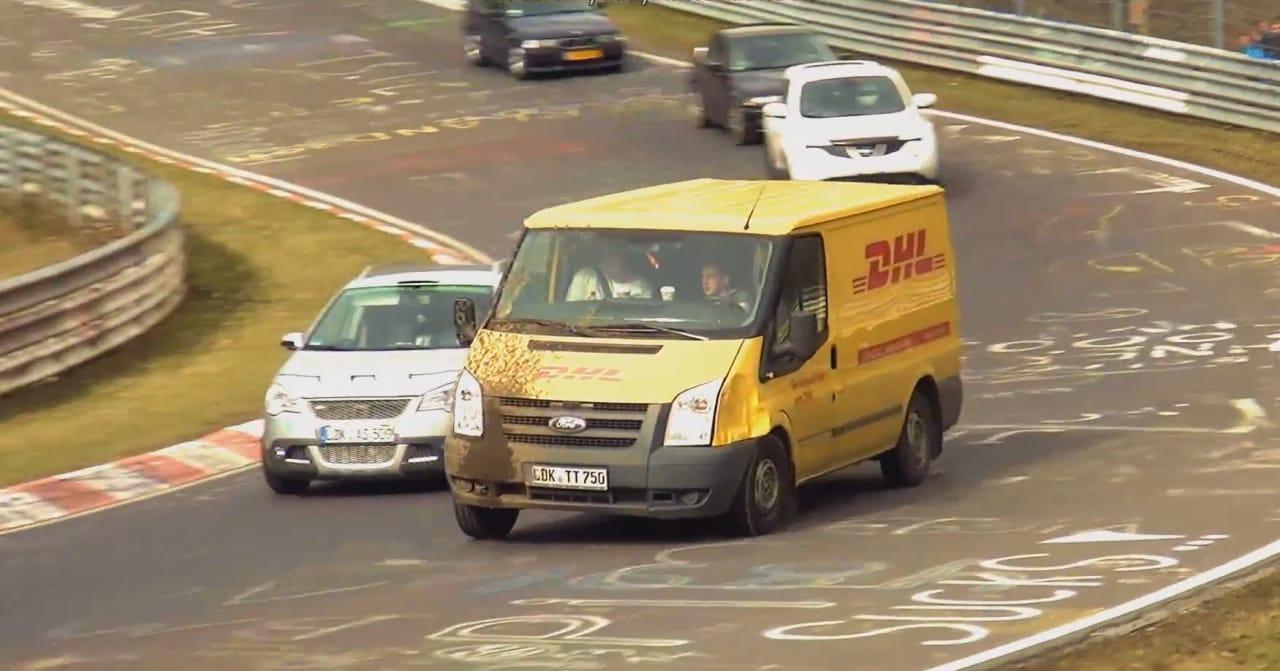 I veicoli più strani che potete immaginare in corsa sul tracciato di Nürburgring (video)