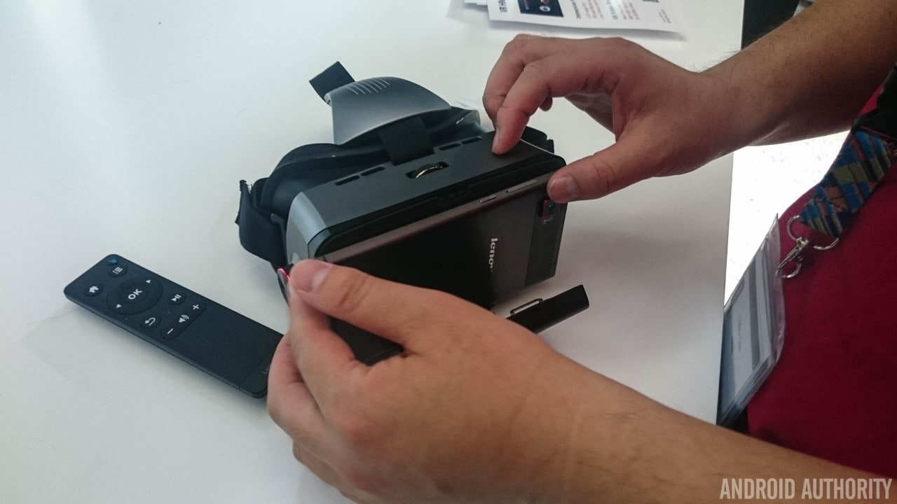 Lenovo VR Goggles - 1