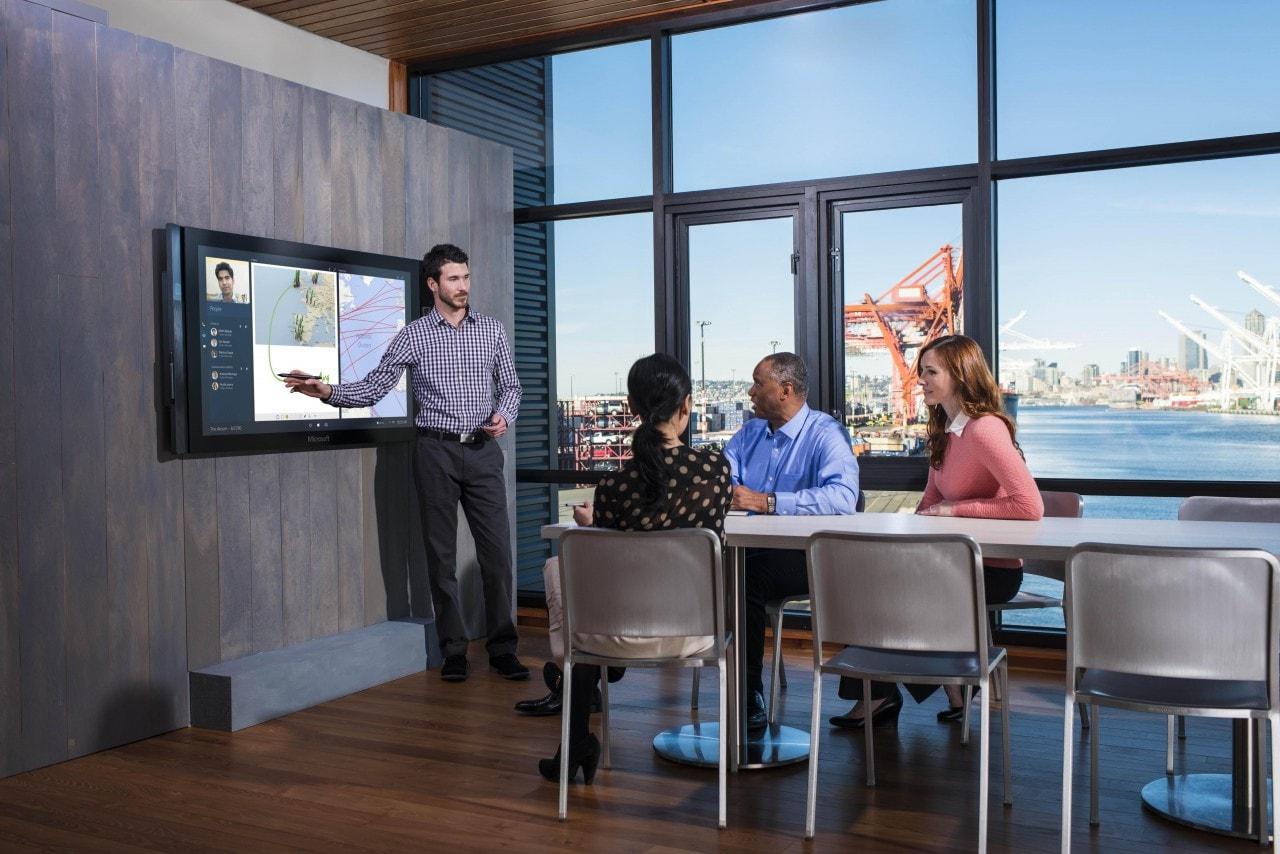 Microsoft lancia Surface Hub, il nuovo dispositivo per la collaborazione aziendale