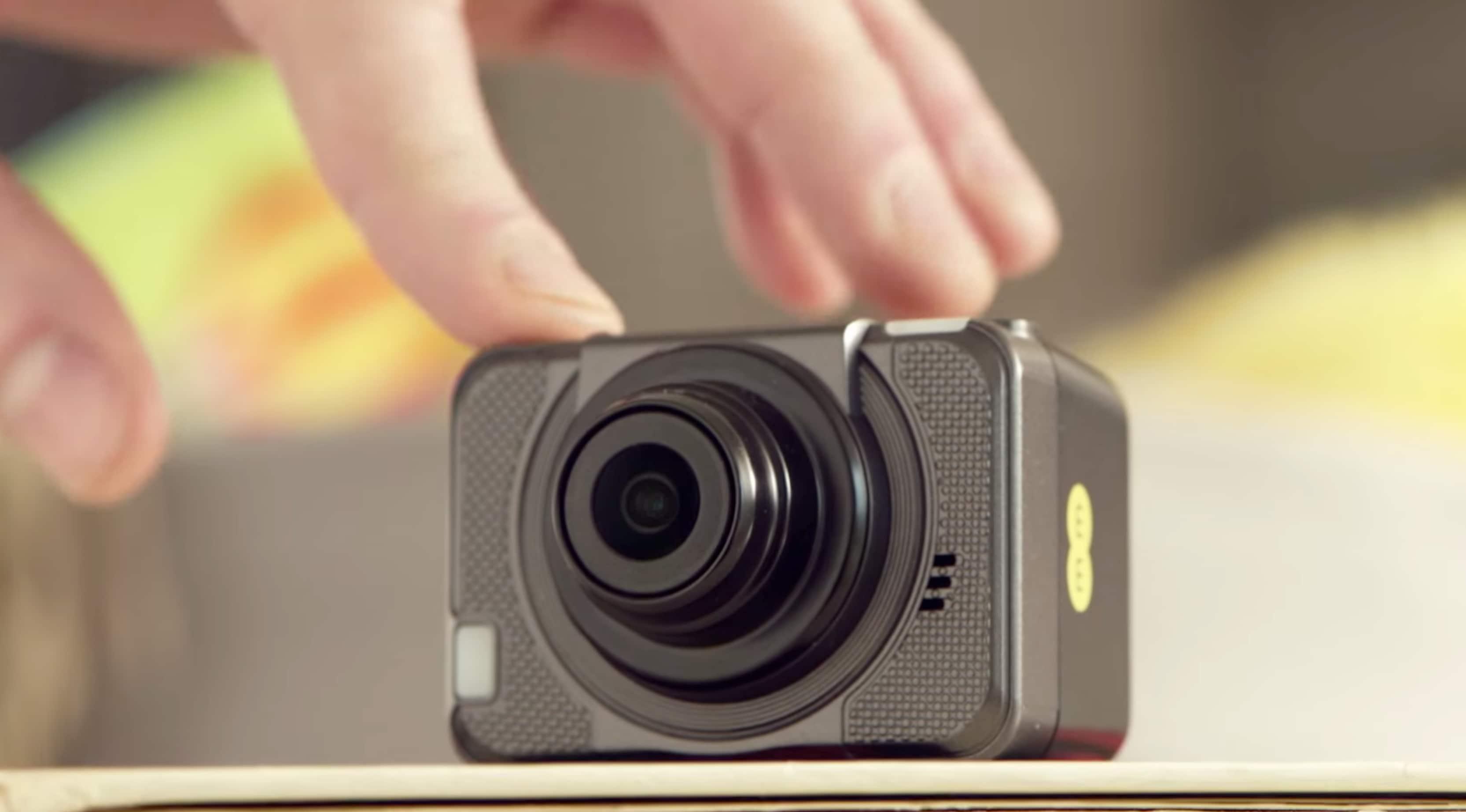 Un 39 action cam 4g per condividere in diretta le proprie for Camera in diretta