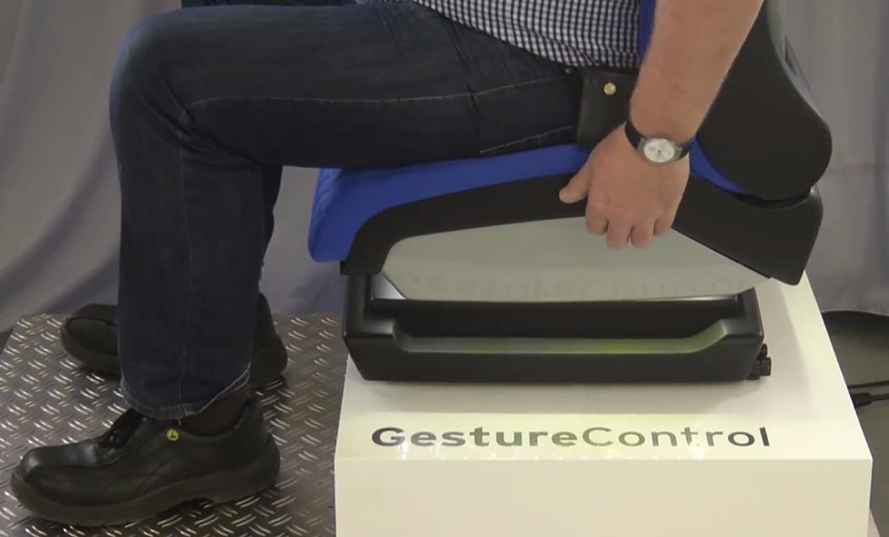 sedile con gesture