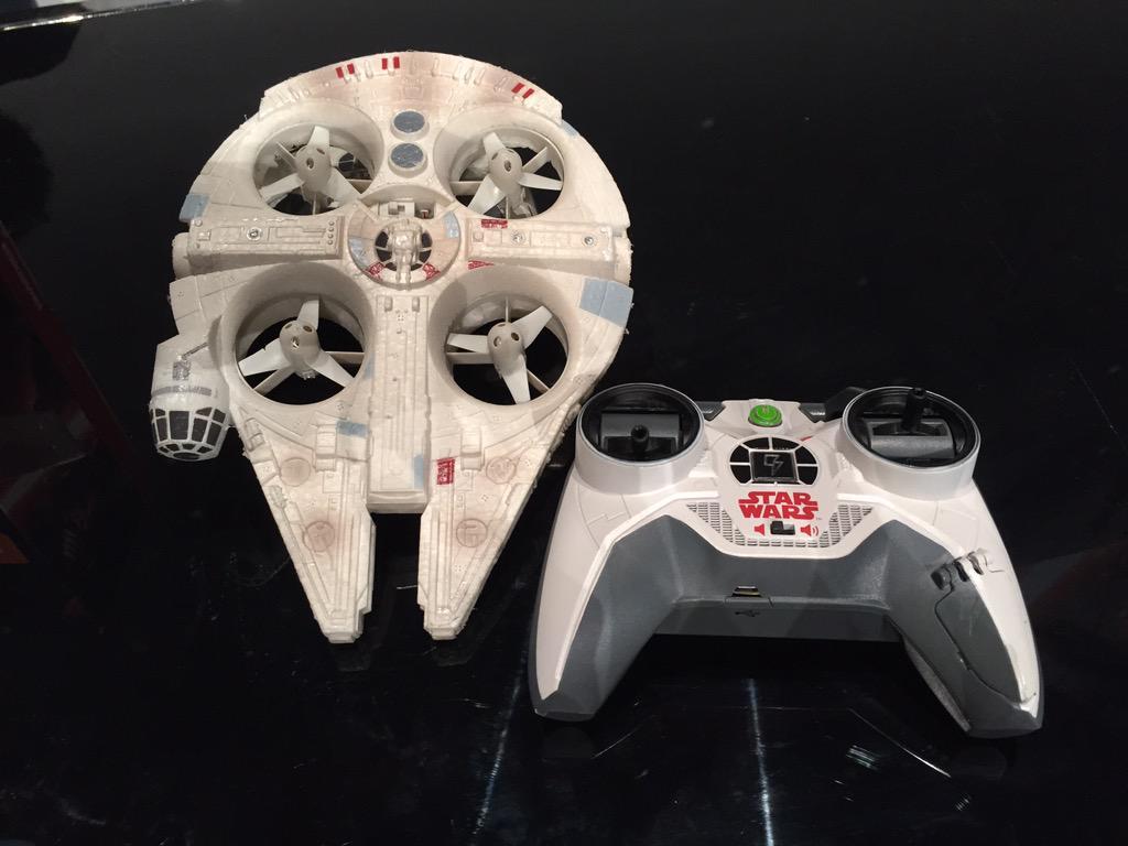 Disney vuole i vostri soldi: ecco i droni ufficiali ispirati al Millennium Falcon e all'X-Wing