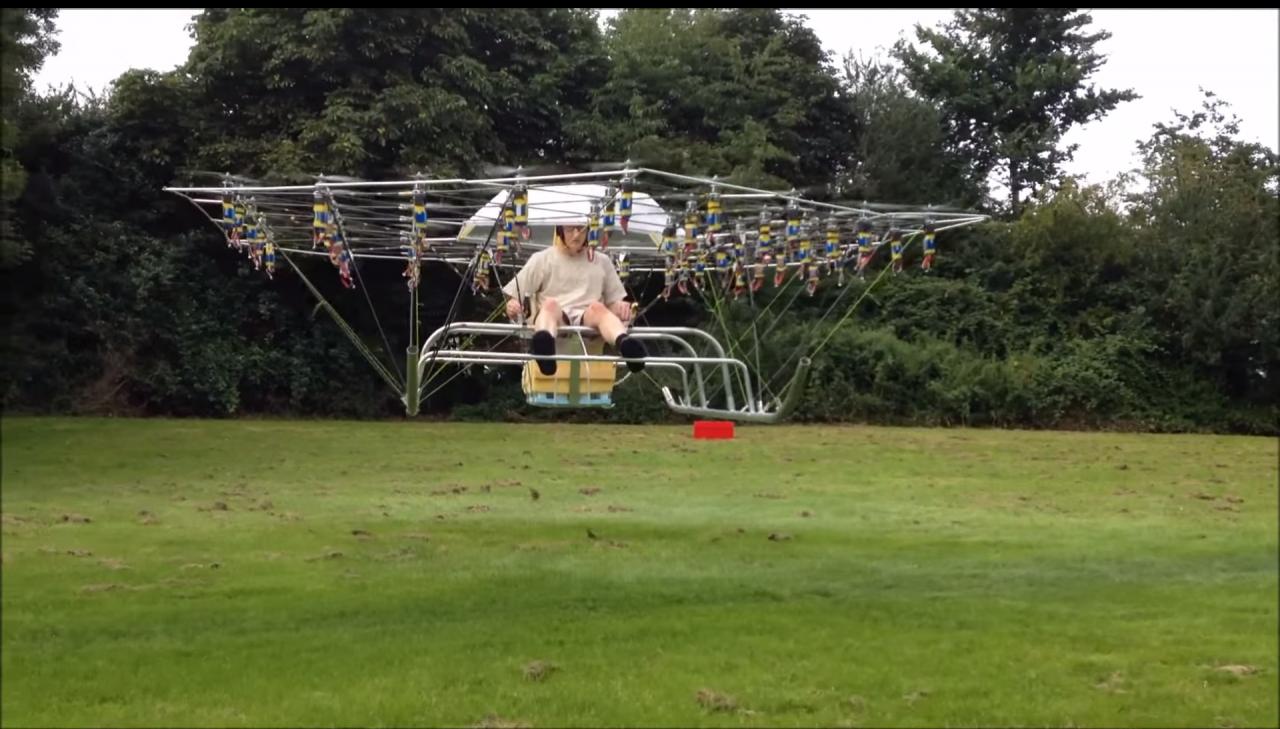 Con 54 eliche e autocostruito: su YouTube appare il drone con conducente! (video)