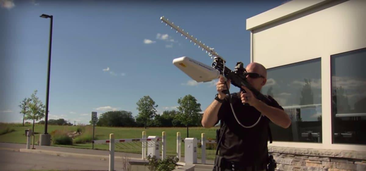 Il fucile anti-spionaggio che abbatte i droni con le onde radio
