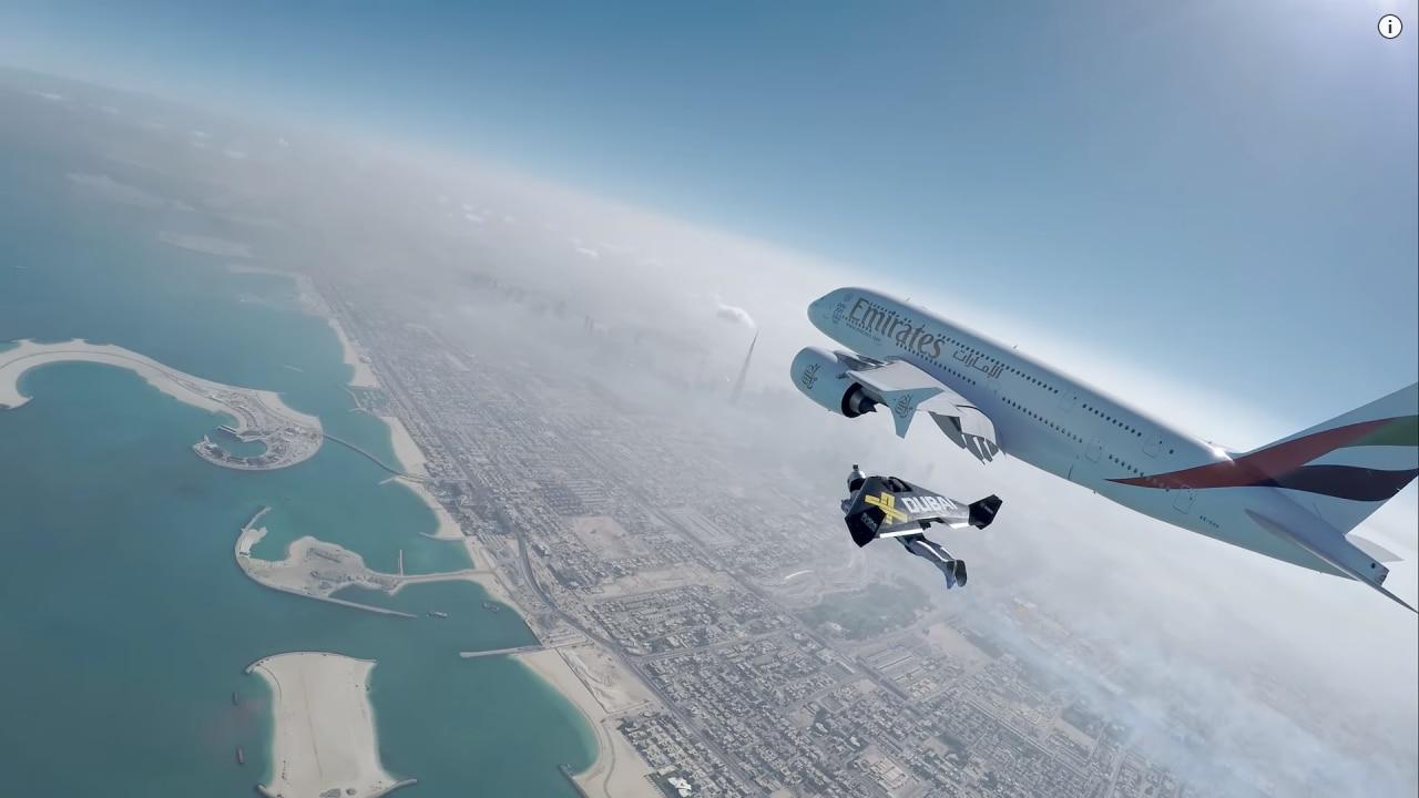 Un volo acrobatico in jetpack assieme ad un jumbo jet: guardate il video della spettacolare impresa