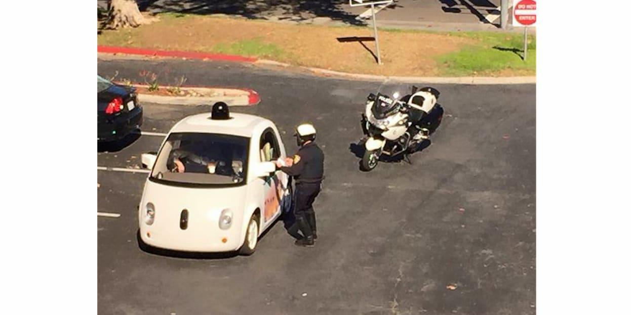 self driving google fermata dalla polizia