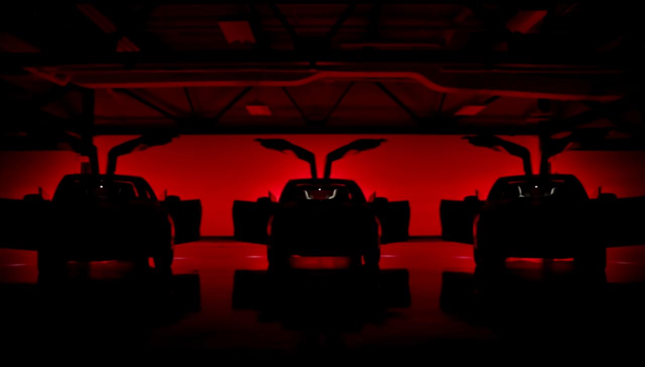 Il Natale in casa Tesla non si può certamente definire sobrio (video)