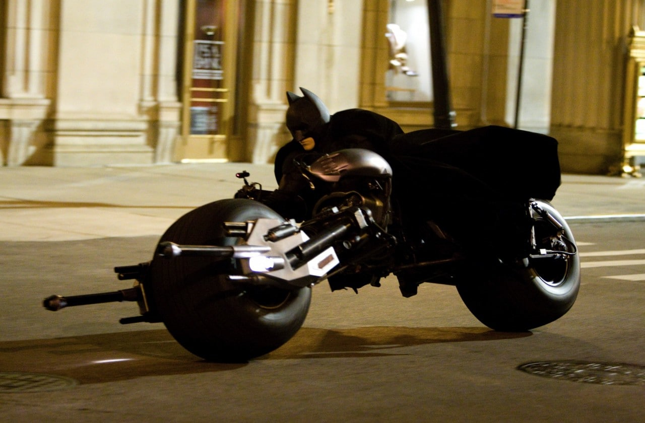 Ford si ispira alla Batmobile e studia un'auto che diventa un monociclo