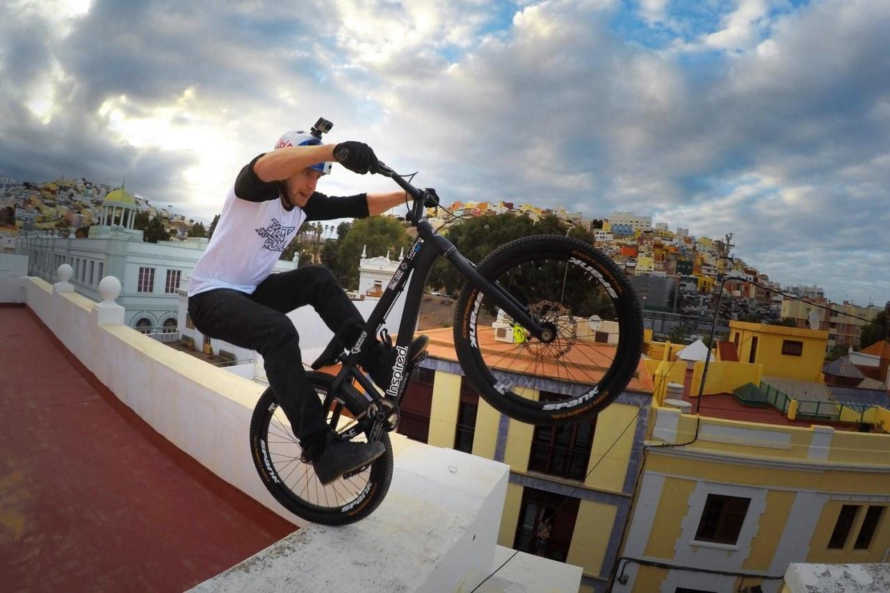 Girate fra i tetti delle Isole Canarie.. in bicicletta, con questo splendido video!