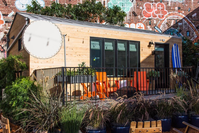 La tiny house di Intel è un prefabbricato da 19,5 metri quadri che cerca di dimostrare come i dispositivi per la casa intelligente possano interagire efficacemente per migliorare la vita di tutti i giorni.