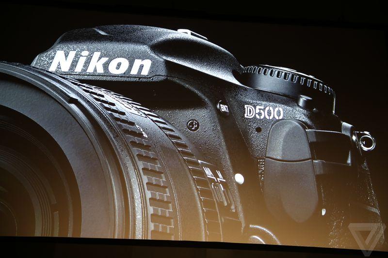 Nikon D500 è una piccola D5, senza troppo da invidiare e amica degli smartphone (video)