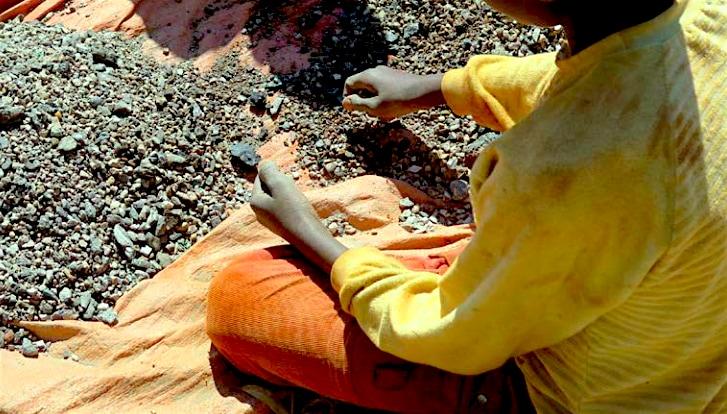 Amnesty International: dietro alle batterie c'è l'ingiusto lavoro dei bambini congolesi
