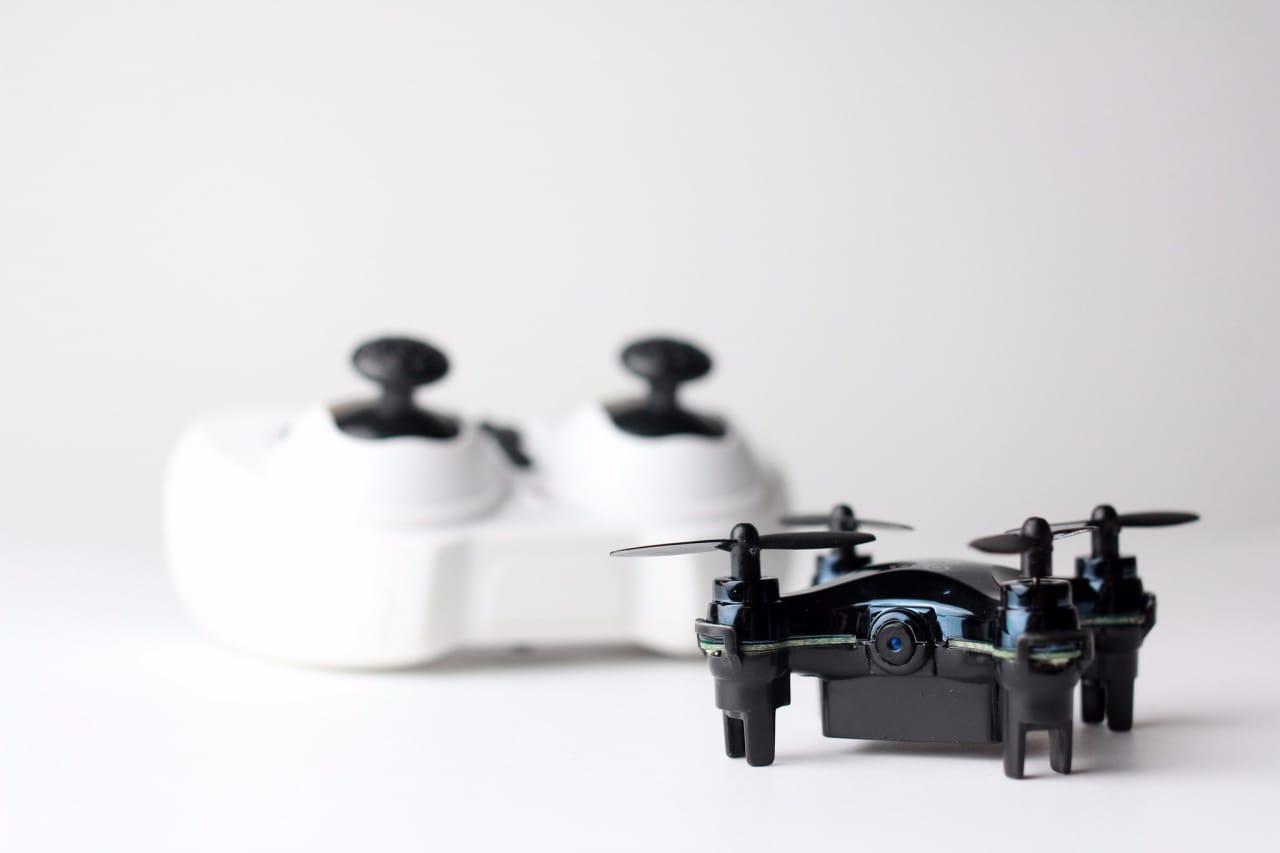 Il più piccolo drone con videocamera è Axis Vidius