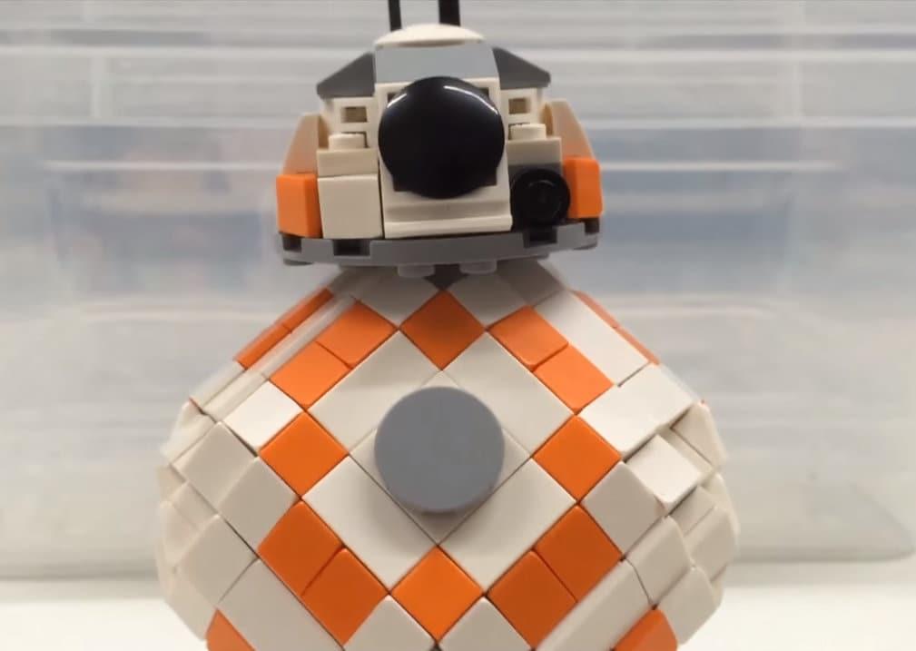 Ecco come costruire BB-8 con il LEGO, sempre che riusciate a farlo rotolare (video)