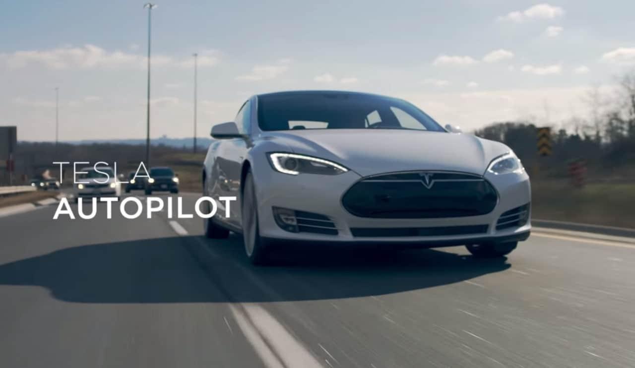 Il pilota automatico di Tesla è protagonista di questo spot (video)