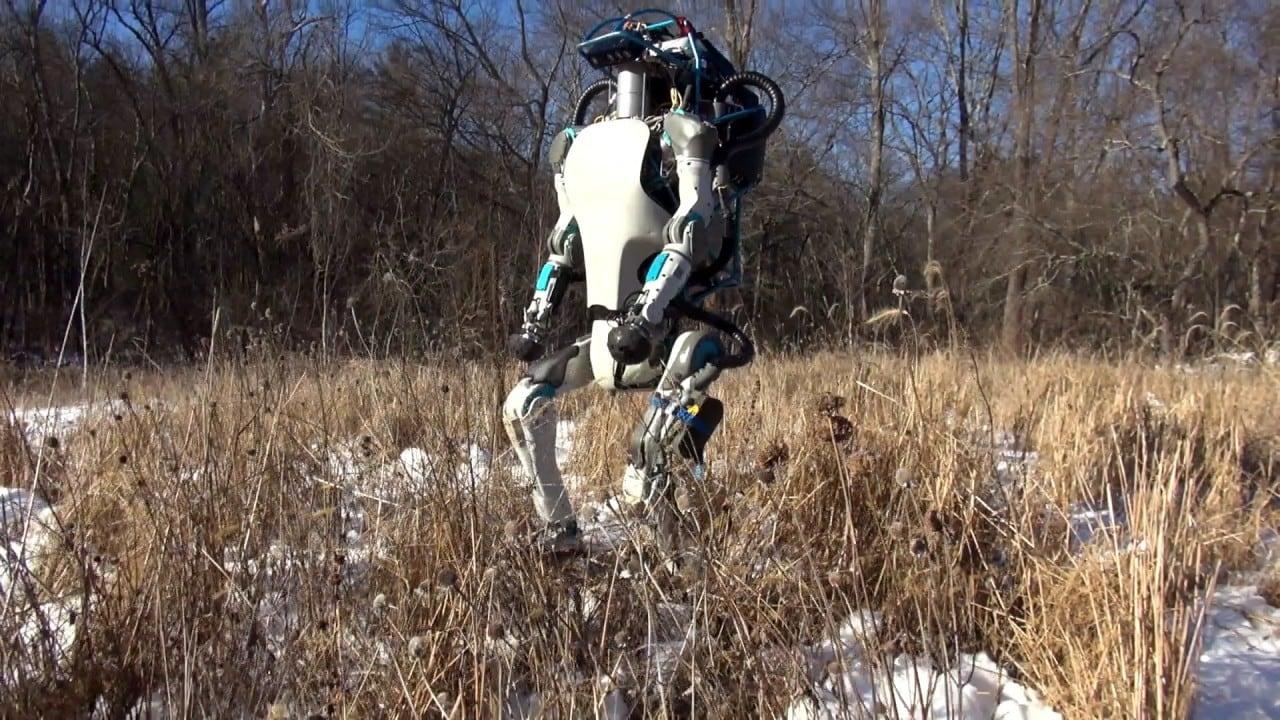I robot Atlas e SpotMini si mostrano in nuovi video: inquietanti o sorprendenti? Forse entrambi (video)