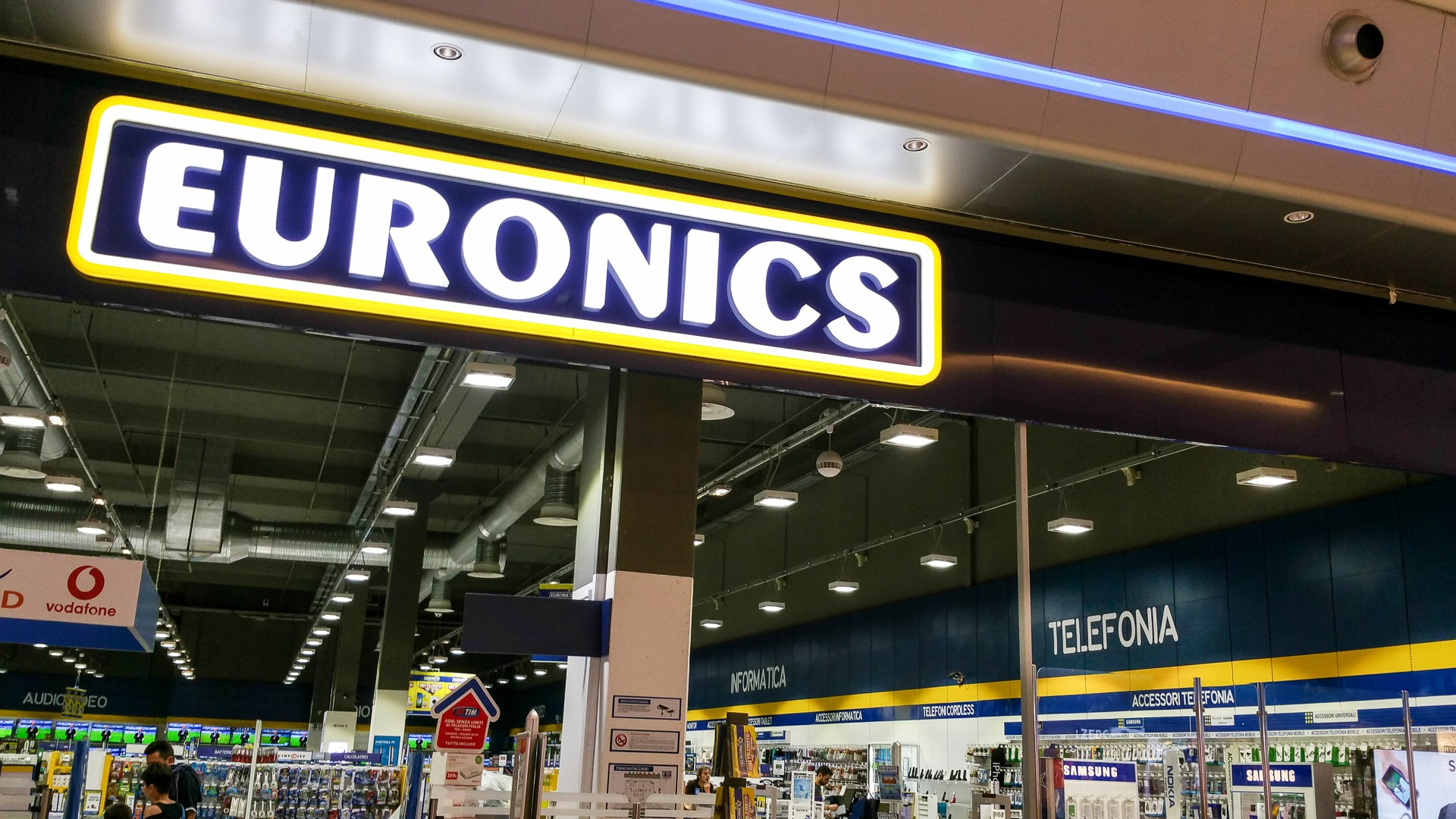 Euronics rilancia gli sconti online: tanti TV ma anche smartphone, notebook e wearable