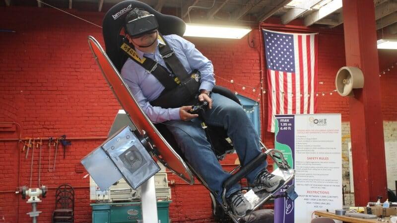 Vivete i videogiochi in prima persona, con questa sedia per la realtà virtuale (video)