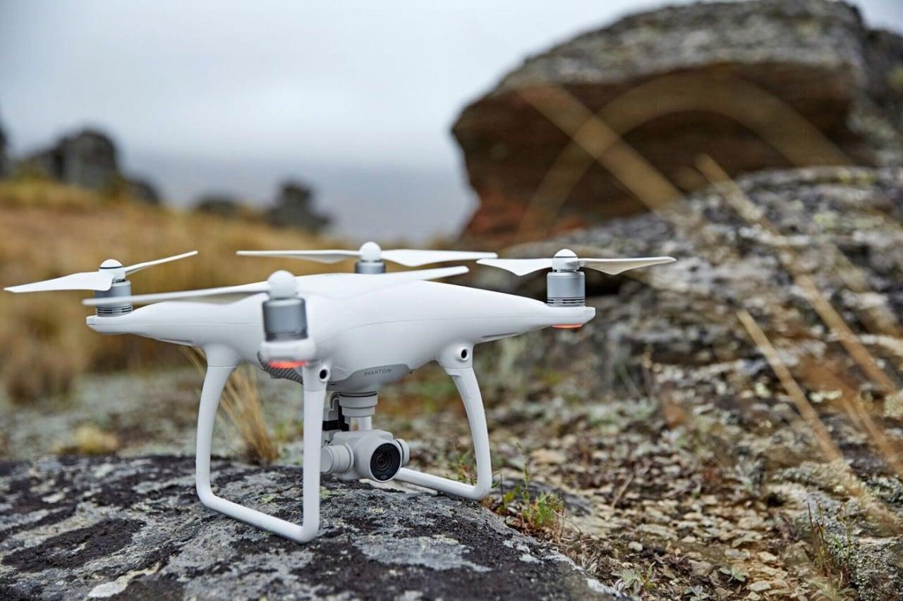 Phantom 4: il drone di DJI si fa smart per evitare gli ostacoli e seguirvi (foto)