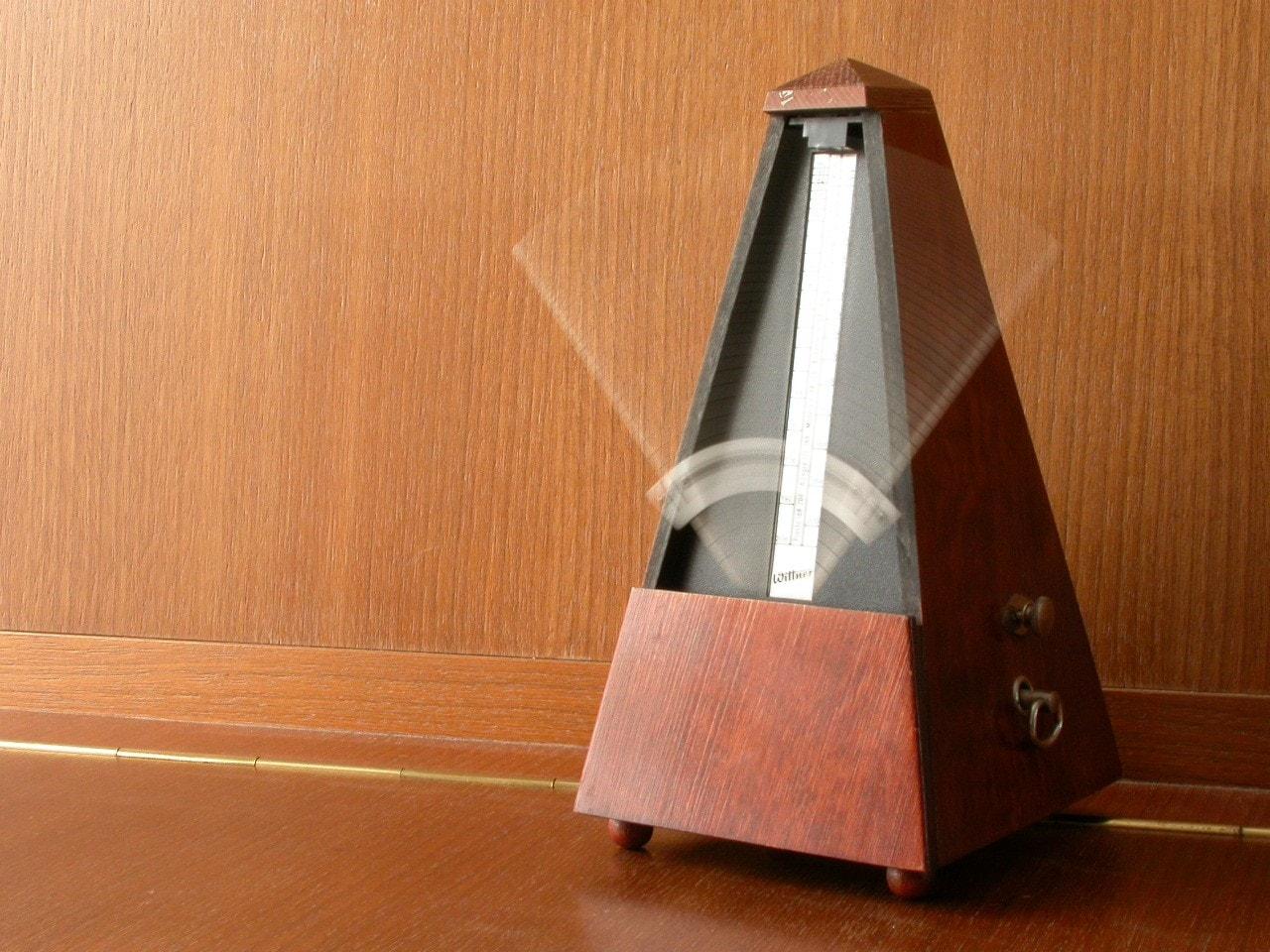 un metronomo