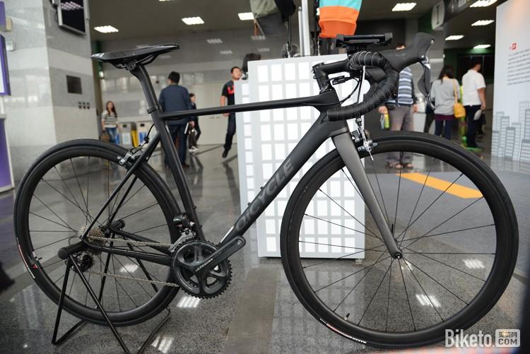 La primi bici smart Xiaomi è in fibra di carbonio ed ha il cambio elettronico