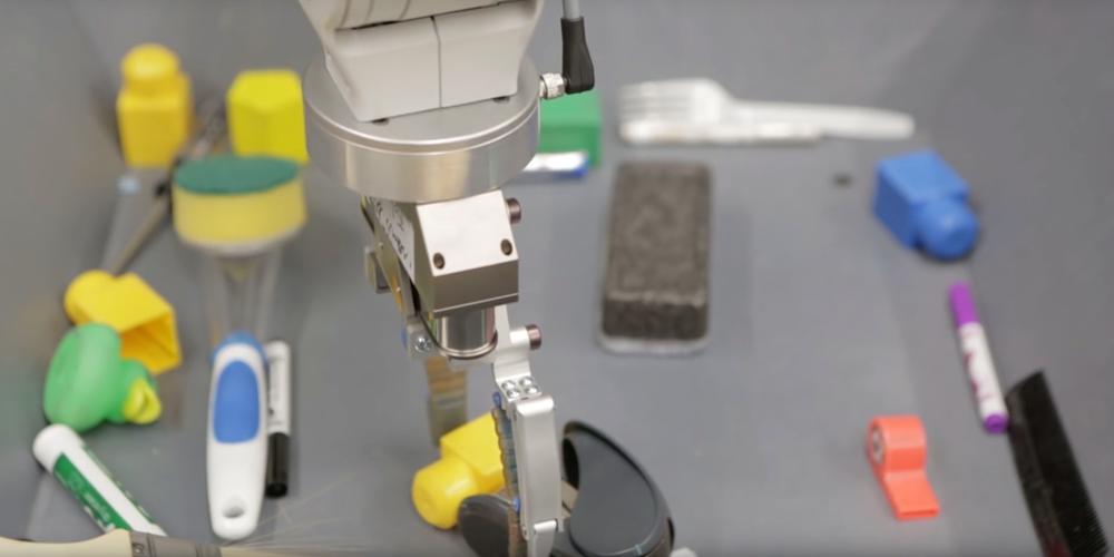 I robot di Google hanno imparato da soli a raccogliere gli oggetti