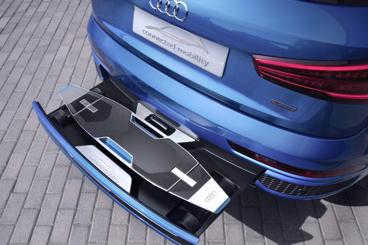 Audi Q3 adesso ha anche il monopattino che esce dal paraurti