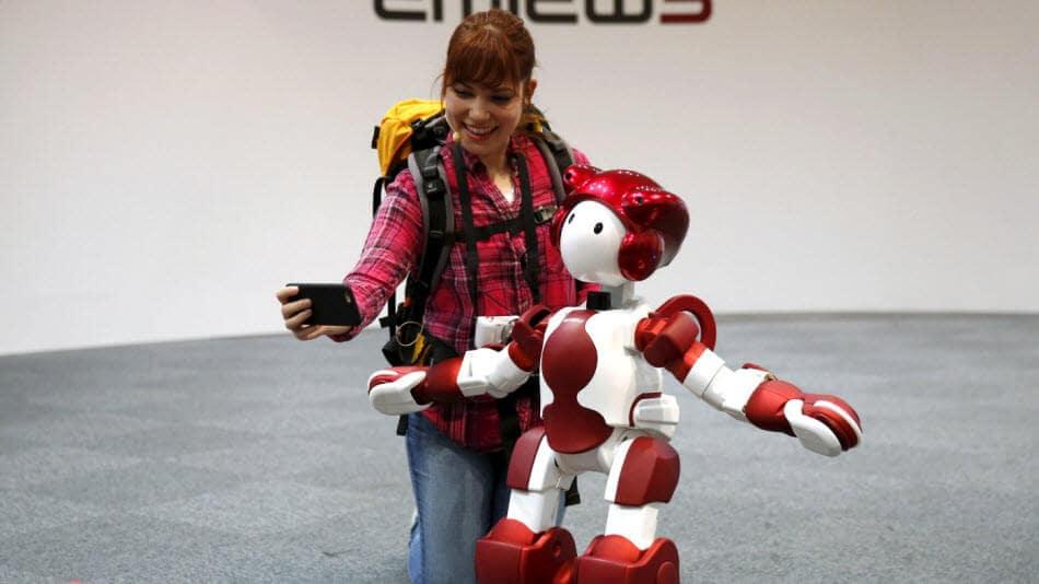 EMIEW 3, il robot di Hitachi per tutti i giorni... del futuro (video)