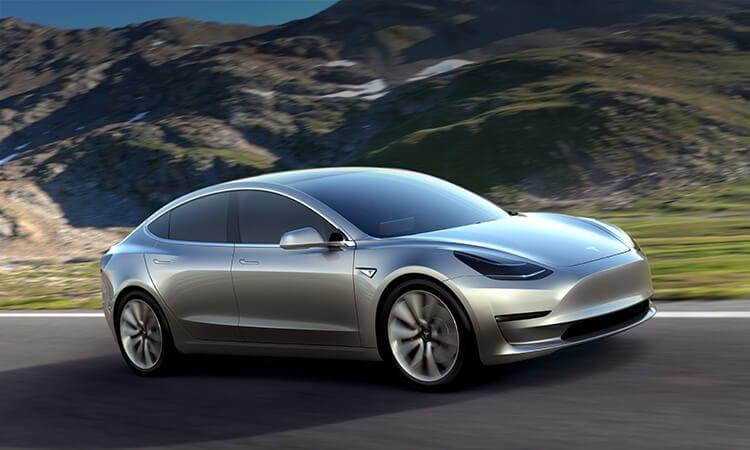Tesla Model 3: i primi 30 fortunati acquirenti potrebbero riceverla già il 28 luglio