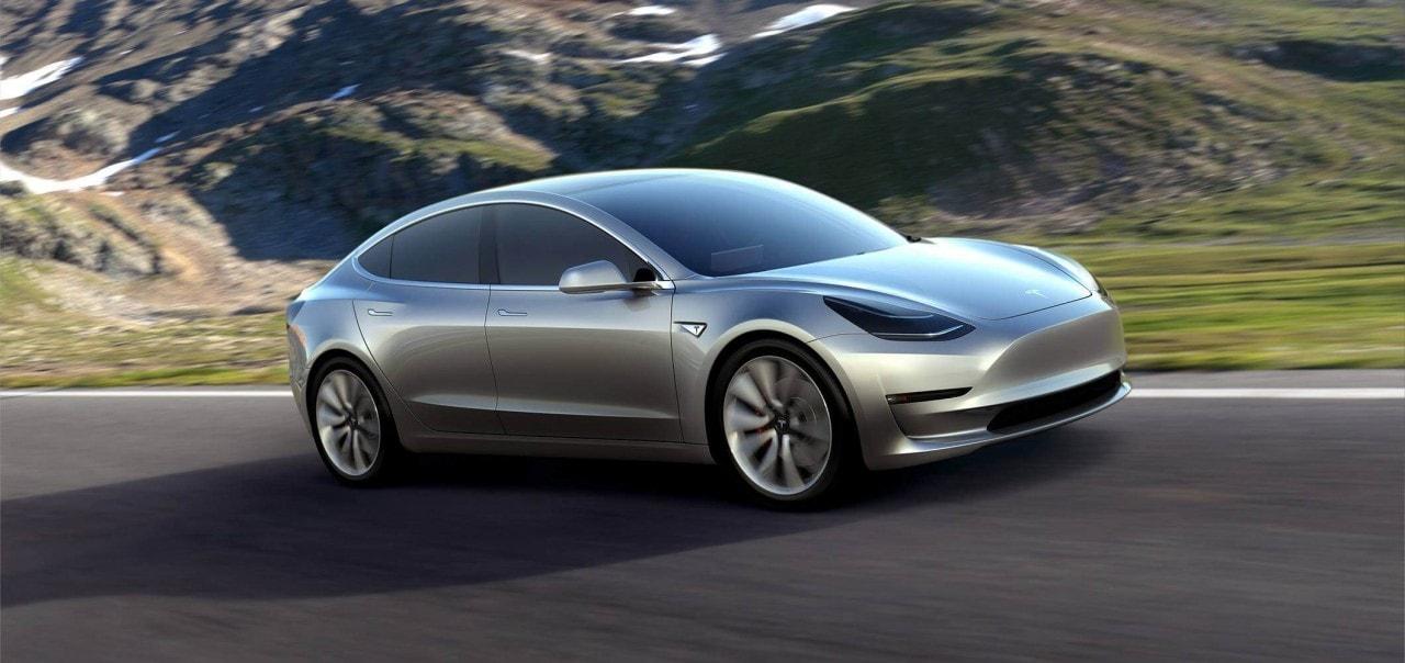 """Tesla Model 3 svelata: tutto quello da sapere sull'elettrica di """"lusso"""" da 35.000$ (foto e video)"""