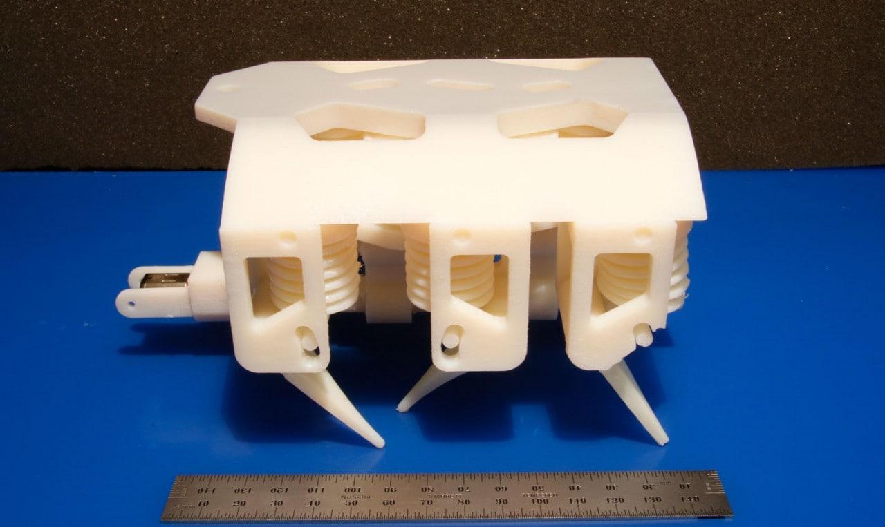 Questi robot del MIT camminano appena usciti dalla stampante 3D (video)