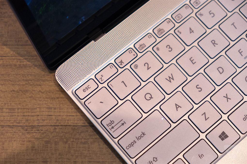 ASUS ZenBook 3 vs MacBook 12 hands on_9