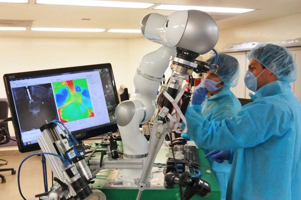 robot dottore punti sutura