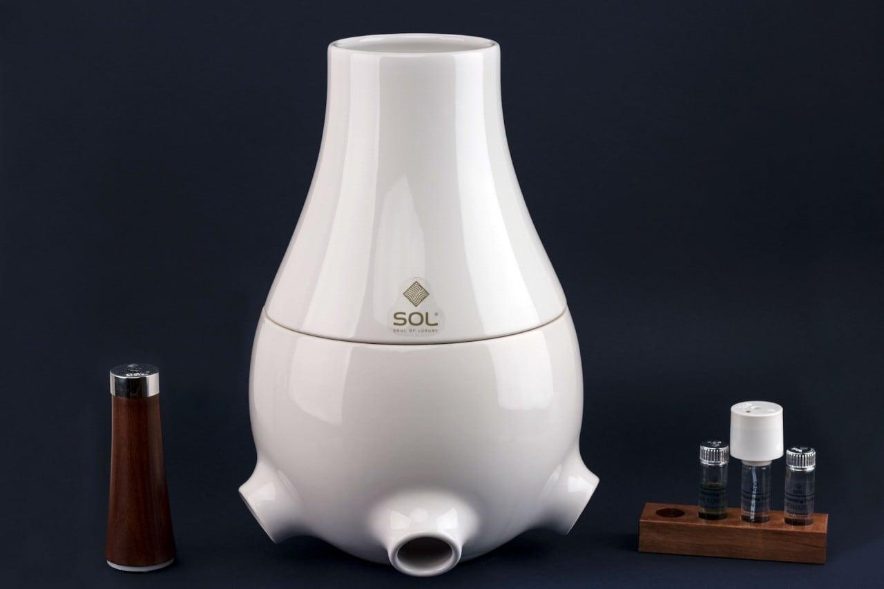 SOL è un vaso smart con purificatore dell'aria e lampada connessa