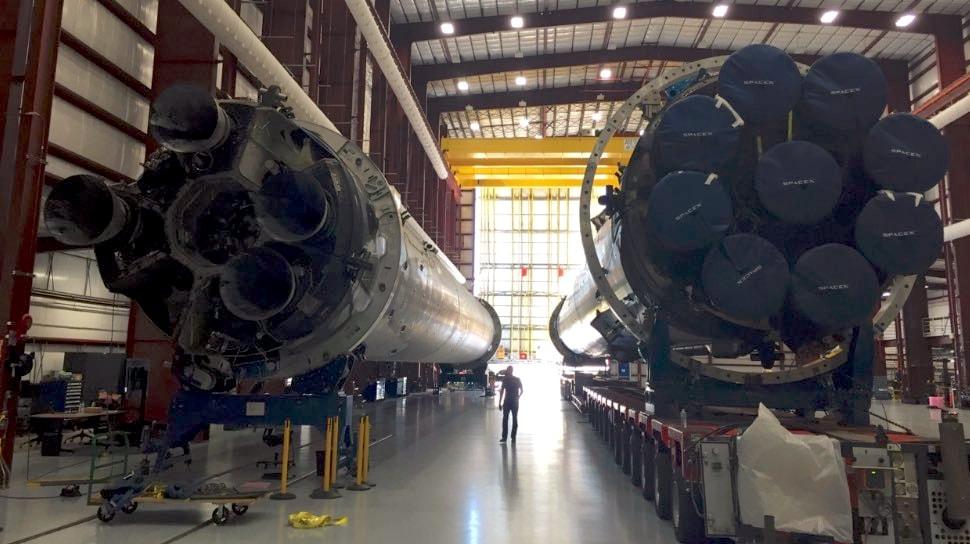 Terza missione compiuta per SpaceX: il Falcon 9 atterra sul drone-piattaforma (video)