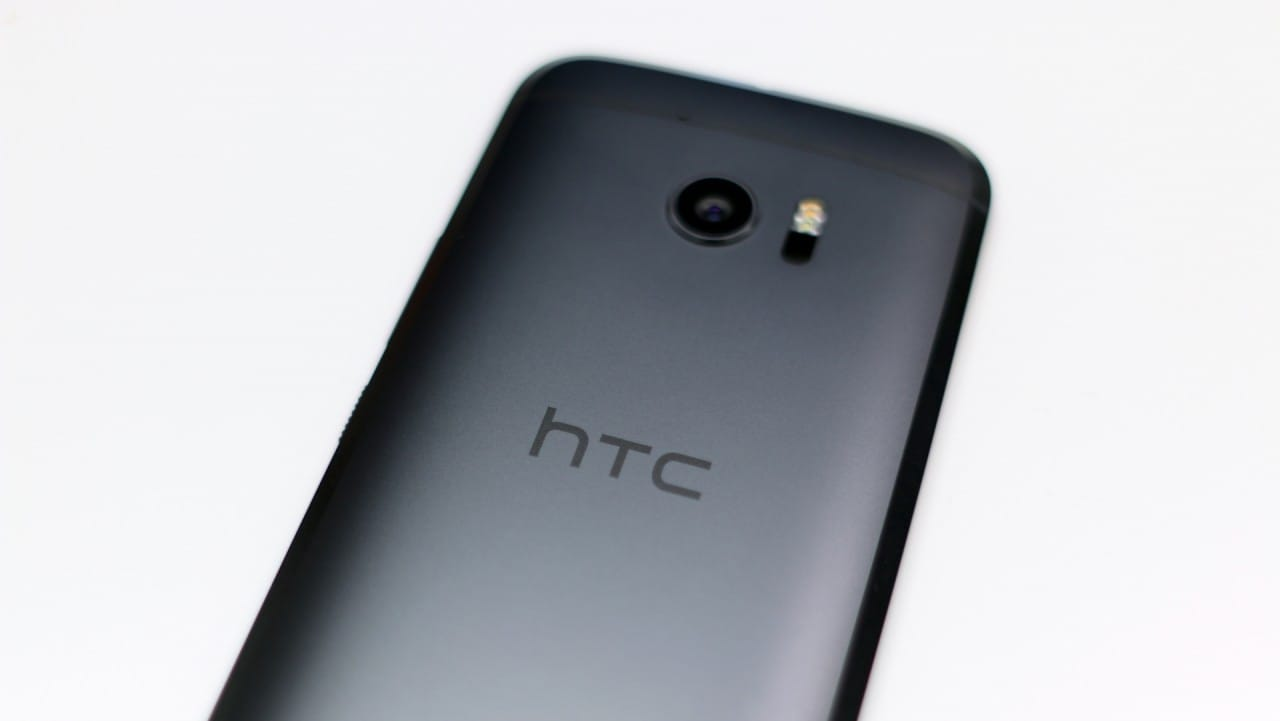 Continuano i tempi bui per HTC: calo del 44% rispetto al Q2 2015