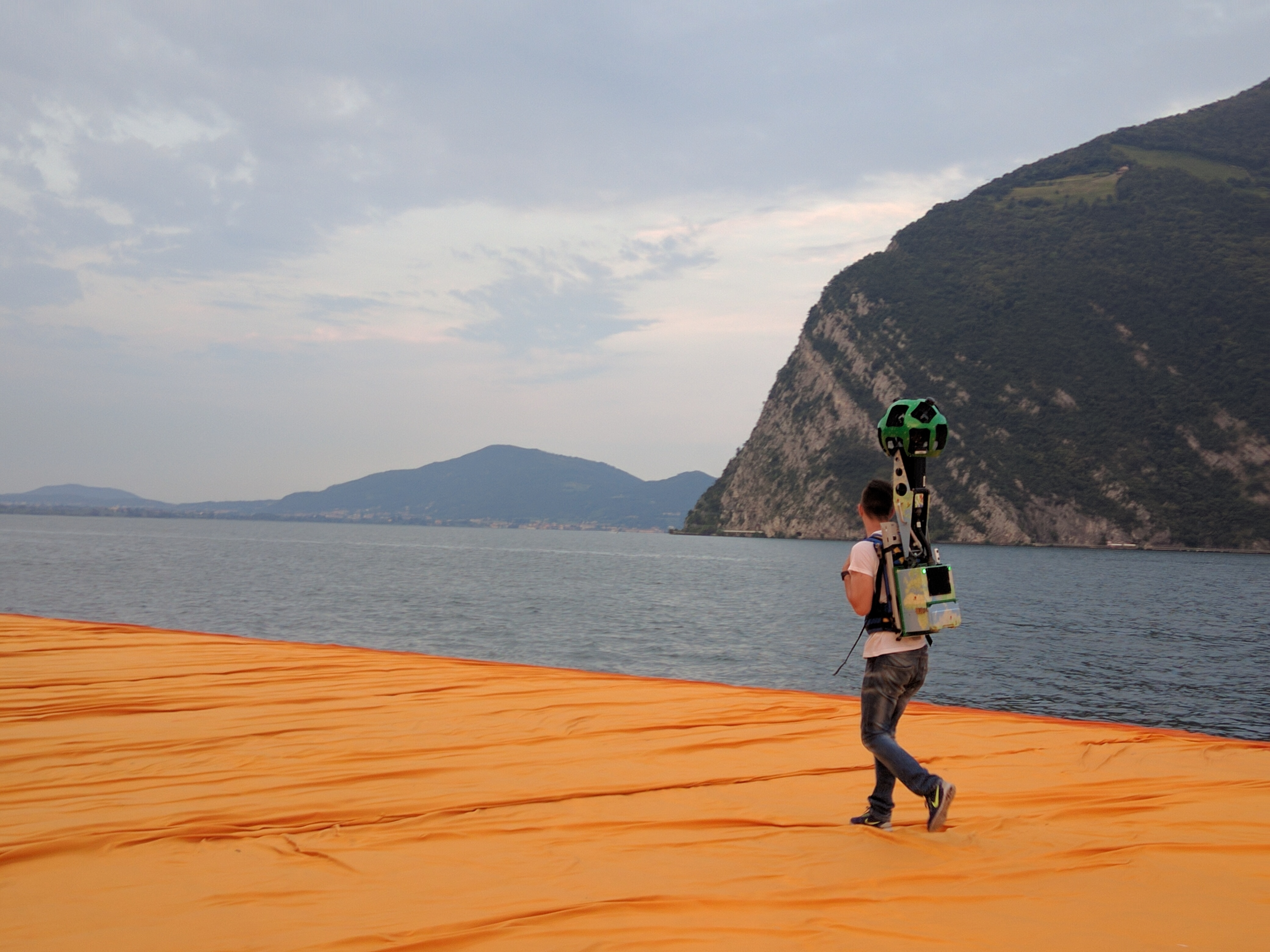 The Floating Piers Christo Street View_1