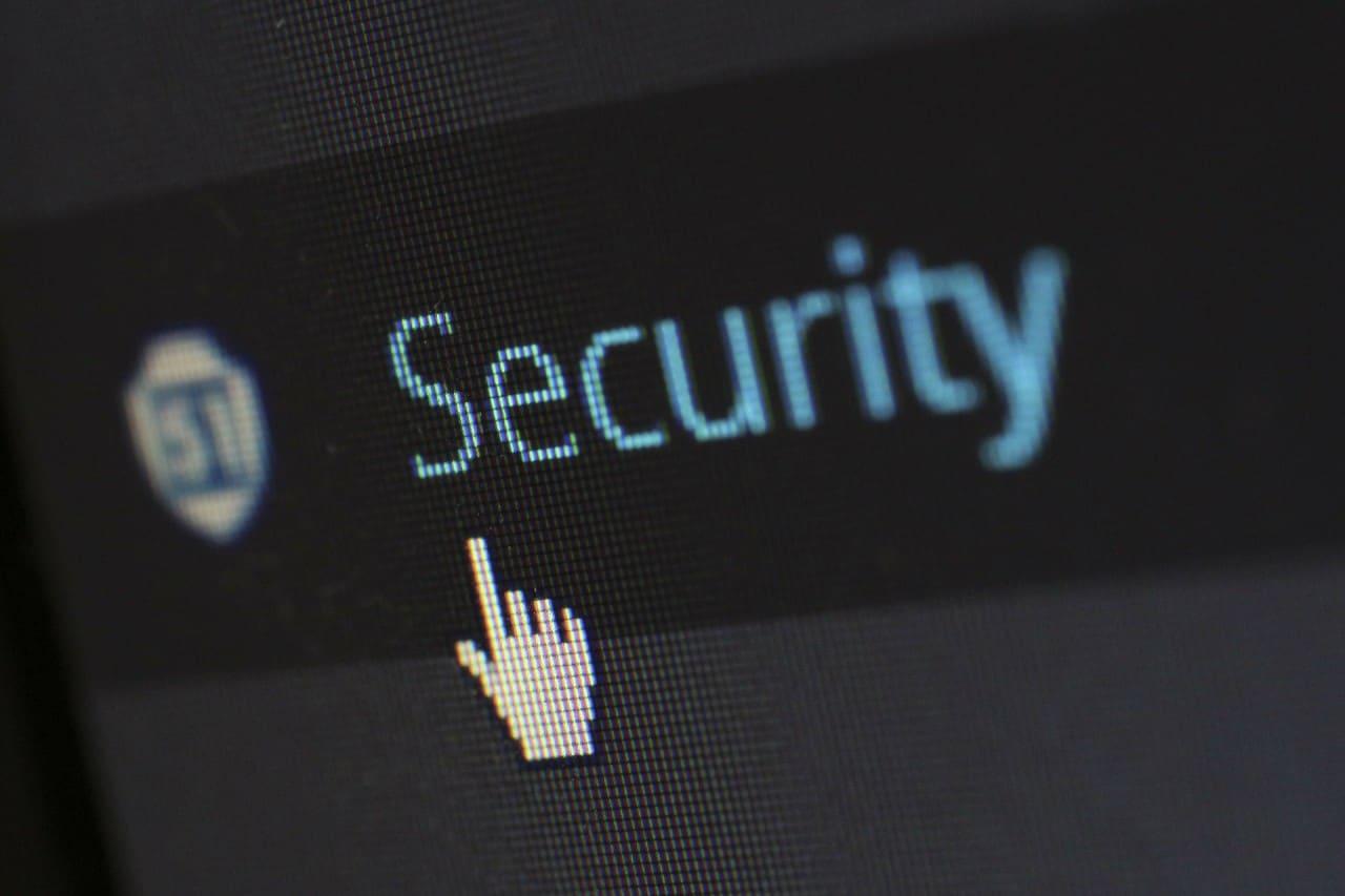C'è qualcuno che ha comprato un portatile pieno di virus a 1,2 milioni di dollari (foto)