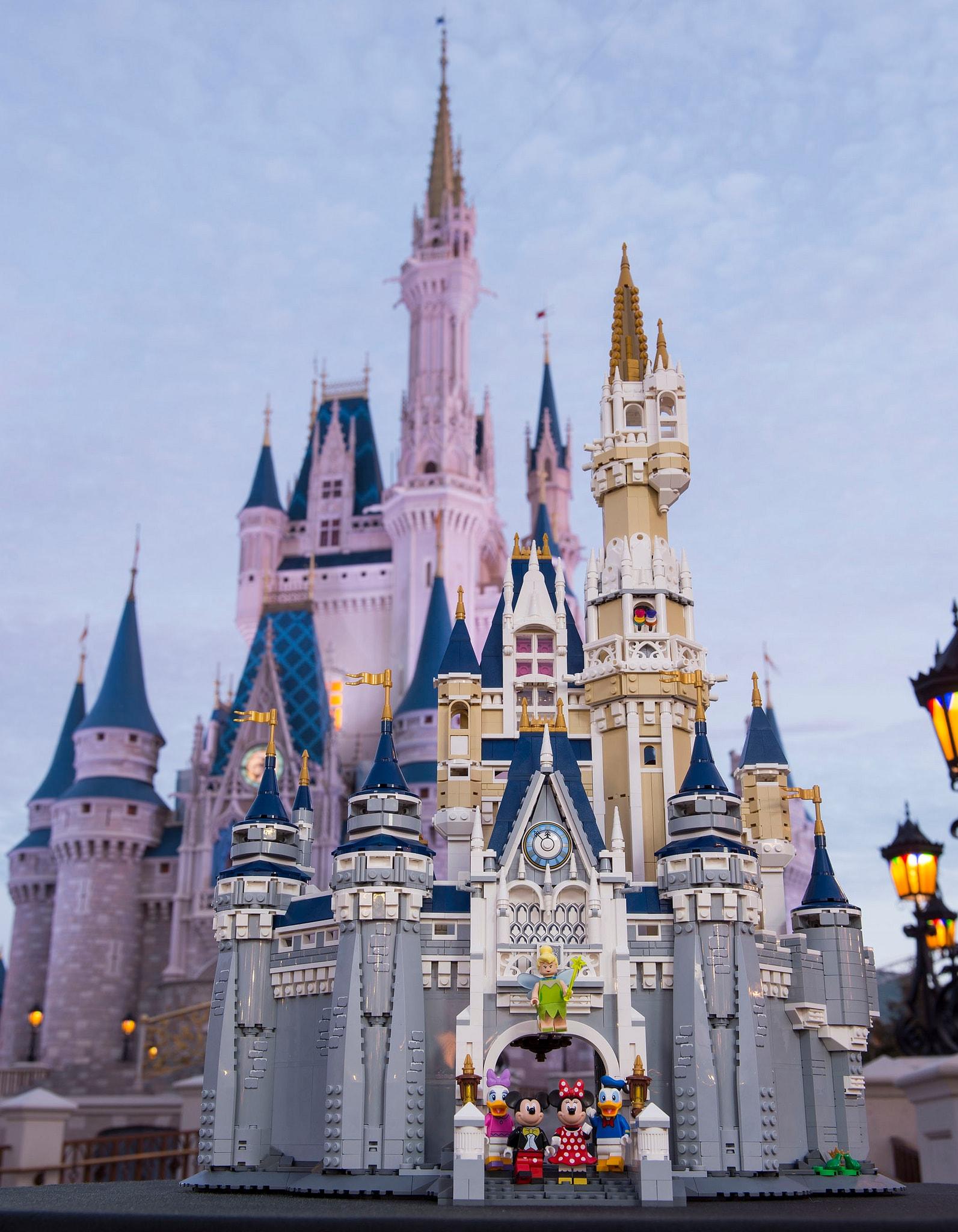 LEGO 71040 The Disney Castle vs reale – 2