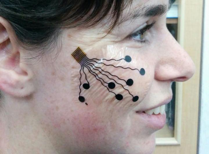 Questo piccolo tatuaggio temporaneo traccia le vostre espressioni