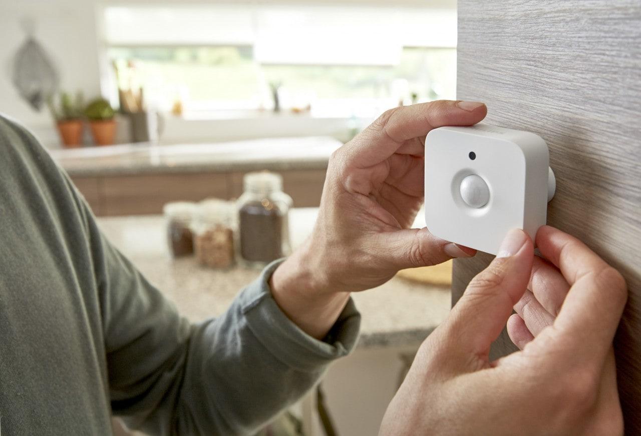 La serie di lampade smart Philips Hue si arricchisce di un sensore di movimento (foto)