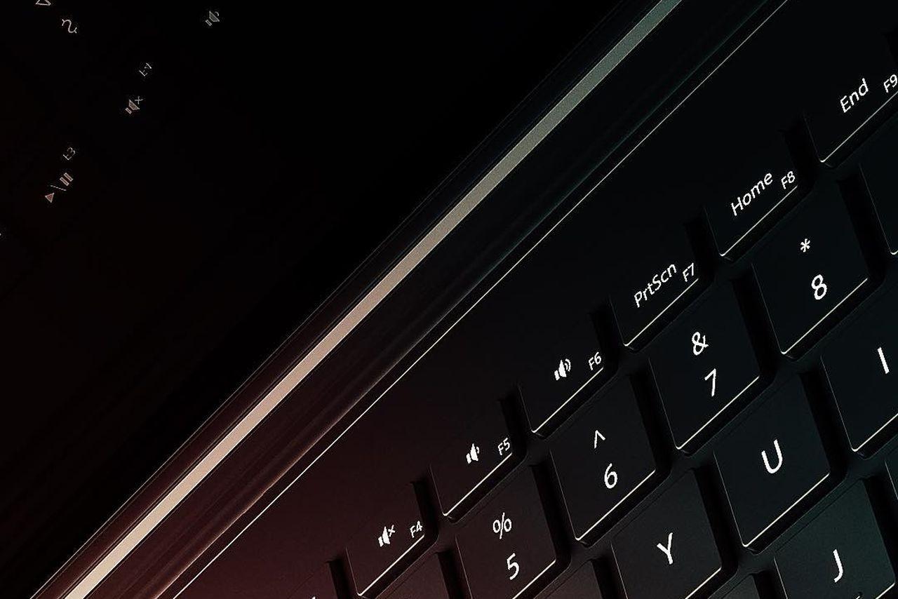 Microsoft ci fa intravedere Surface Book 2: nuova cerniera confermata