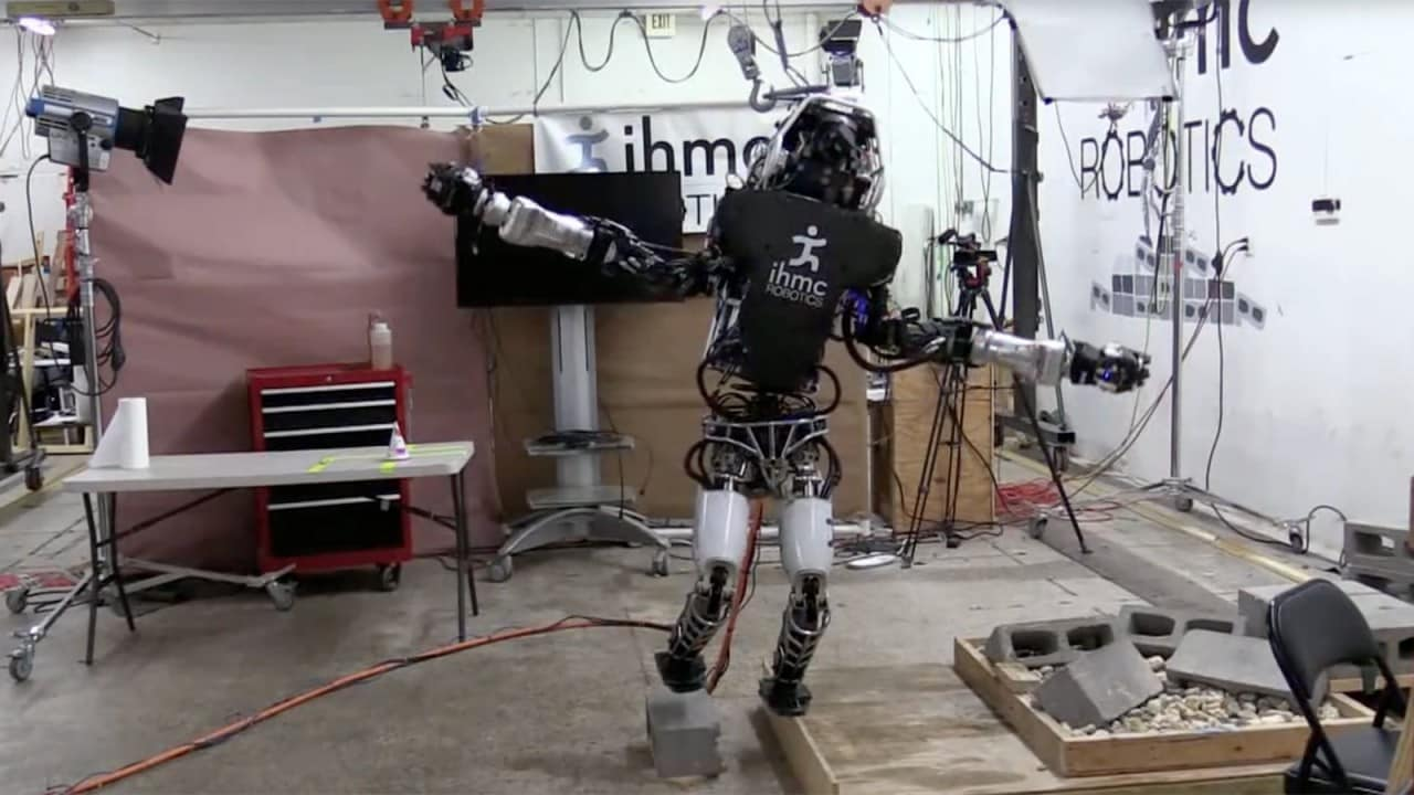 Boston Dynamics Atlas su un piede