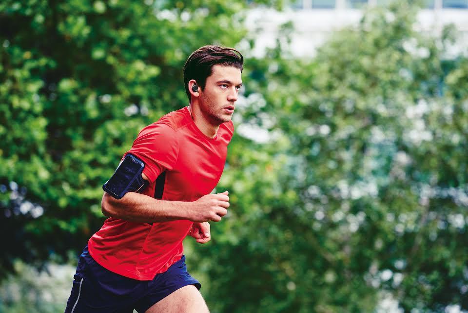 Jabra presenta Elite Sport, auricolari wireless e fitness tracker (foto e video)