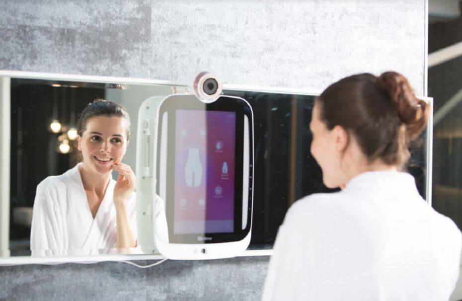 Lo specchio di HiMirror che analizza la pelle è proprio quel che ci vuole al mattino